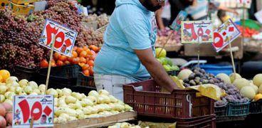 سوق لبيع الخضر والفاكهة