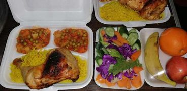 """""""شباب الخير"""" يوزعون 121 وجبة على مرضى كورونا في إطسا بالفيوم"""