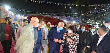 الدكتورة إيناس عبد الدايم وزيرة الثقافة واللواء أحمد راشد محافظ الجيزة خلال افتتاح معرض فيصل للكتاب