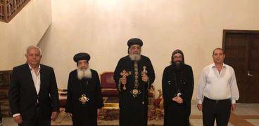 البابا مع أعضاء اللجنة