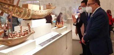 الدكتور أشرف رضا خلال زيارته لمتحف الحضارة