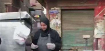 حكاية «أم» تبيع سندوتشات بالشارع