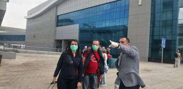 مطار مرسى علم الدولي يستقبل 82 مصري عائدين من نيجيريا