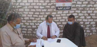 توقيع الكشف المجاني على 3848 مواطن خلال القوافل الطبية في قرية الصعايدة قبلي بمركز ادفو وقرية العباسية بمركز كوم امبو