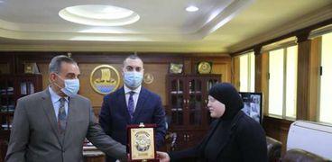 محافظ كفر الشيخ يكرم بطلة العالم والجمهورية في رفع الأثقال للمكفوفين
