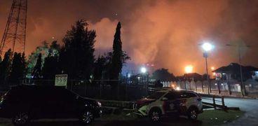 حريق في مصفاة لـ النفط في جاوة الغربية بإندونيسيا