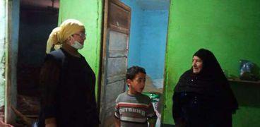 التضامن تُسلم «سيدة المطر» مشروع تربية أغنام بمسقط رأسها في بني سويف