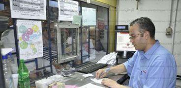 أحد صرافي تذاكر مترو الأنفاق - صورة أرشيفية