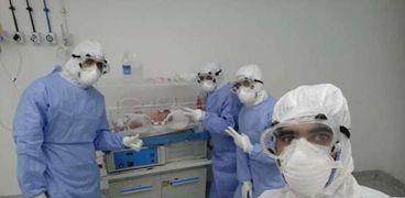 الأطقم الطبية بإحدى مستشفيات العزل