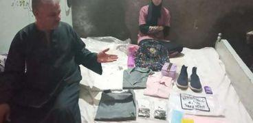 احدي الطالبات التي تم استبعادها بعد شرائها الزي الخاص بالمدرسة