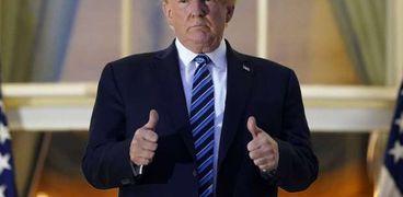 ترامب يخلع كمامته داخل البيت الأبيض
