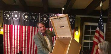 أثناء فرز الأصوات التصويت على الانتخابات الأمريكية 2020 في ديكسفيل نوتش