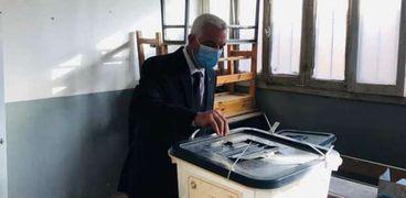 ادلاء الدكتور عادل مبارك بصوته في انلإتخابات