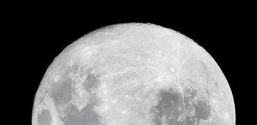 """علماء فلك يرصدوا """"حركة الماء"""" على القمر للمرة الثالثة"""