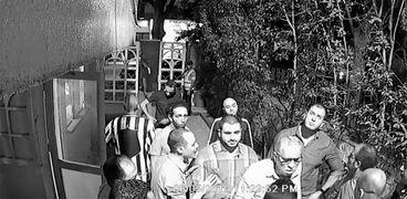 لحظة اقتحام المنتج أحمد السبكي