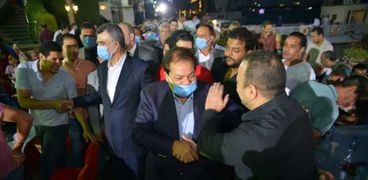 محمد ابو العينين خلال جولاتة الانتخابية