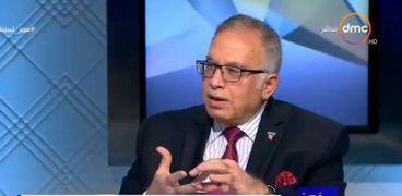 الدكتور أسامة حمدي أستاذ أمراض الباطنة بجامعة هارفارد الأمريكية