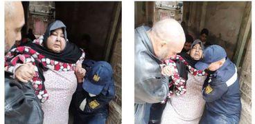 وحدات الإنقاذ تنقل سيدة تعانى من مرض السمنة المفرطة إلى المستشفى