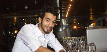 يوسف رسام شارك في معرض الكتاب بريشته