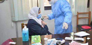 استمرار تلقيح الأطقم الطبية ضد فيروس كورونا  لحمايتهم من الإصابة بالعدوى