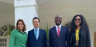 سفير مصر فى بريتوريا أثناء لقائه مع سفير جنوب أفريقيا الجديد بالقاهرة