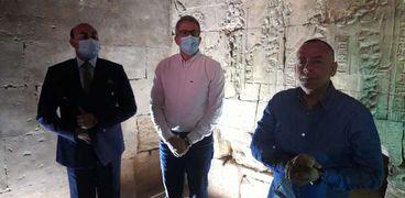 وزير الاثار في معبد إيزيس بأسوان