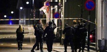 الشرطة النرويجية في مكان الهجوم