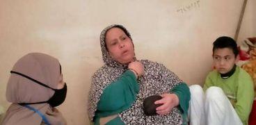 الطفل عبدالرحمن مع جدته