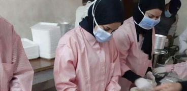 تعميم نظام الوجبات المعلبة  لطلاب المدينة الجامعية بجامعة أسيوط لمنع انتشار فيروس كورونا