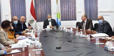 رئيس القابضة للمياة خلال اجتماعة مع قيادات شركات الاسكندرية
