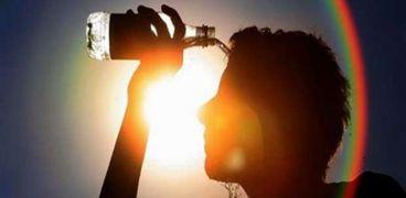 التعرض لآشعة الشمس يسبب حدوث خلل في وظائف المسئولة عن تنظيم درجة حرارة الجسم