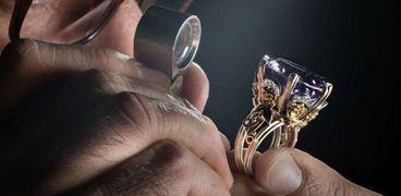 منحة مجانية لتعليم فن الحلي والمجوهرات