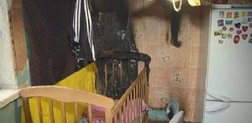 سرير الطفلة بعد انفجار دفاية بالمنزل