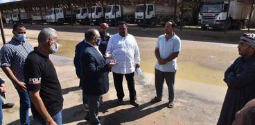 جانب من زيارة سكرتير عام محافظة مطروح خلال زيارته للحملة الميكانيكية بمجلس مدينة مطروح