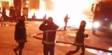 صورة- لرجال الحماية المدنية أثناء السيطرة على حريق