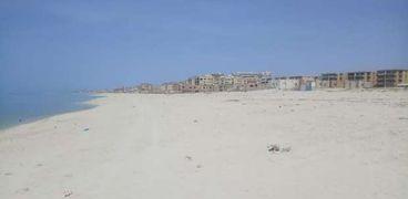 شواطىء الساحل الشمالى مغلقة وخالية من المواطنين