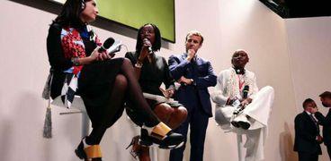 ماكرون خلال مشاركته في أول قمة فرنسية أفريقية مع شباب القارة السمراء