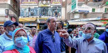 محافظ الإسكندرية في إحدي الجولات