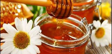 خلطة «العسل والبابونج وحبة البركة» لعلاج كورونا في سوهاج