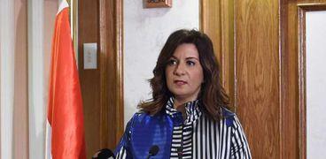 السفيرة نبيلة مكرم .. وزيرة الهجرة وشؤون المصريين بالخارج