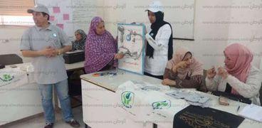 جانب من ورشة العمل بمركز النيل للاعلام لتعليم السيدات صيانة السباكة