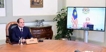 السيسي يبحث تعزيز علاقات التعاون مع رئيس وزراء ماليزيا بالفيديو كونفرانس