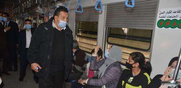 استمرار حملات ضبط المخالفين لتعليمات ارتداء الكمامات الطبية داخل المترو