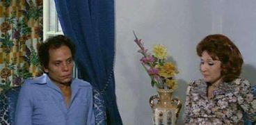لبلبة وعادل إمام في مشهد من فيلم «البعض يذهب للمأذون مرتين»