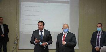 """وزير التعليم العالي ورئيس جامعة القاهرة يتابعون تطبيق """" التعليم الهجين"""""""
