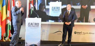 الدكتور محمد عبد العاطي وزير الموارد المائية، والدكتور هاني سويلم الخبير الدولي المياه