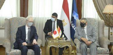 الفريق اسامة ربيع مع السفير الياباني