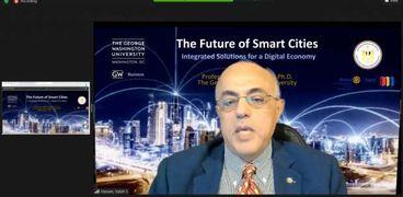 الدكتور صلاح حسن استاذالاقتصاد بجامعة جورج واشنطن