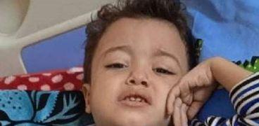 الطفل إياد مصاب سرطان الدم