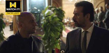 كريم عبدالعزيز وأحمد مكي في مشهد من مسلسل الاختيار2